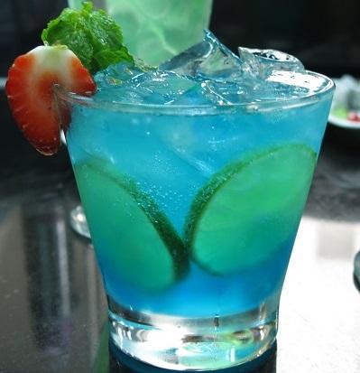 cocktail xanh da trời