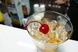 sử dụng ly cocktail thích hợp để pha cocktail