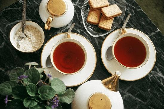 trà đen kết hợp với bánh