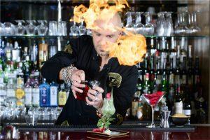 bar trưởng sắp xếp quầy bar