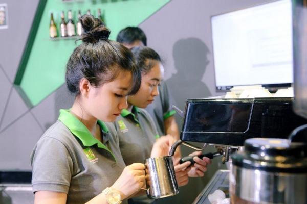 Học viên lớp học barista tại trung tâm dạy nghề hpcviet