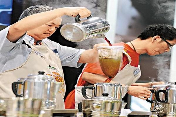 Thao tác pha trà sữa uyên ương