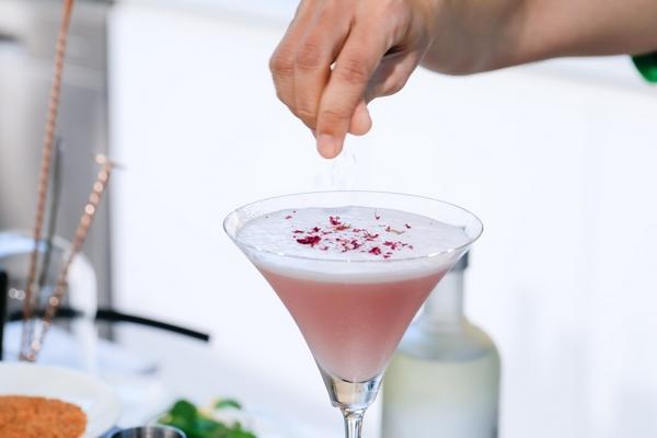 Cocktail là thức uống bởi bartender