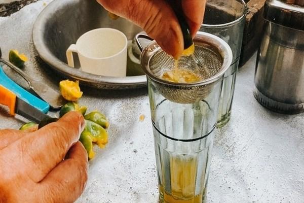 Vắt nhẹ tay để nước cốt không bị đắng