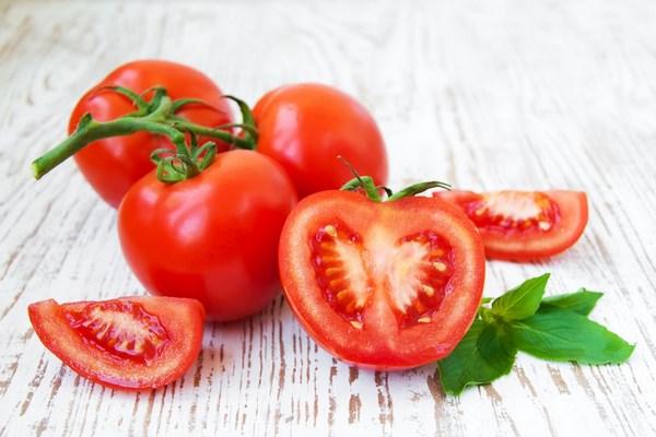 Bên trong quả cà chua