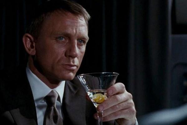 Điệp viên 007 dùng martini trong phim
